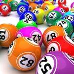 Jugando al Bingo con los abuelos de la parroquia